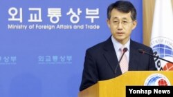 23일 유엔 안보리 대북 결의안에 관련해 브리핑 중인 조태영 한국 외통부 대변인.