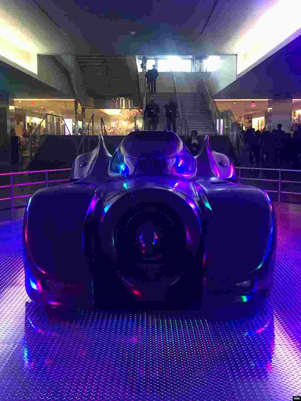 نمایشگاه ابرقهرمانها در واشنگتن - یک عکس دیگر از ماشین ابرقهرمان بتمن در فیلم هایش