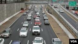 Se espera que el día de mayor congestión en la carretera es el viernes cuando miles de personas salgan de viaje en sus automóviles.