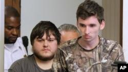 James Stumbo (izquierda) y Kevin Norton, son presentados en la corte.
