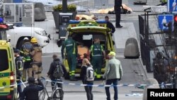 Hiện trường vụ tấn công bằng xe tải tại một cửa hàng bách hóa ở Stockholm, Thụy Điển, ngày 7 tháng 4, 2017.