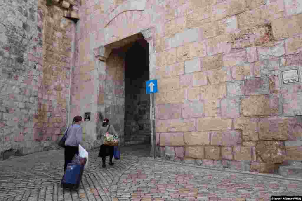 دروازه صیهون يا باب النبی داوود یکی از دروازه های مهم اورشليم غربی است.