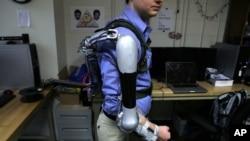Ảnh minh họa: cánh tay bộ xương ngoài do trường ĐH Pennsylvania, Philadelphia, sáng chế.
