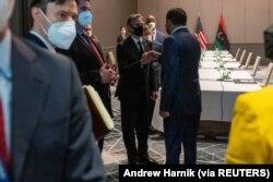 Menteri Luar Negeri AS Antony Blinken bertemu dengan Perdana Menteri Libya Abdulhamid Dbeibeh di Berlin Marriott Hotel di Berlin, Jerman 24 Juni 2021. (Foto: Andrew Harnik via REUTERS)