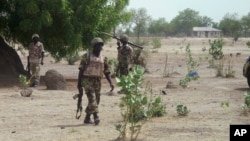 Tentara Nigeria melakukan patroli di pinggiran kota Maiduguri (foto: dok).