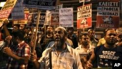 示威者星期六在雅典舉行反法西斯集會,悼念說唱歌手費薩斯。 (2017年9月16日)