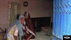 Warga Kristen di sebuah daerah di Islamabad bersiap meninggalkan rumah mereka. (Foto: Dok)