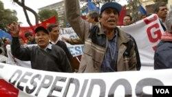 """Durante la administración de Alejandro Toledo, Perú cayó a la categoría """"débil"""" en sus niveles de corrupción, pero para 2010 progresó y pasó a la categoría """"fuerte""""."""