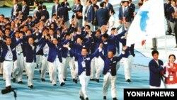 지난 2005년 마카오에서 열린 동아시아대회에서 한국과 북한 선수단이 한반도기를 들고 공동입장하고 있다.