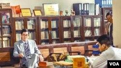 任贤齐、孙家栋主演的《树大招风》内容涉及内地官员贪污 (苹果日报图片)