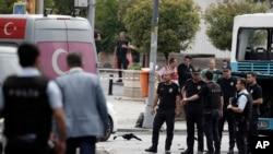 La police turque sur la scène de l'explosion à Istanbul, Turquie, le 7 juin 2016.