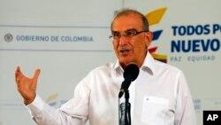 Humberto de la Calle, jefe negociador colombiano, habló con la prensa al margen de las negociaciones en La Habana, Cuba, el jueves, 24 de septiembre de 2015.
