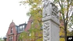哈佛大学校园内早期中国学者为母校树碑立传