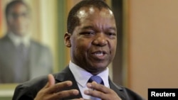 Zimbabwean central bank governor John Mangudya delivers his 2016 Monetary Policy statement in Harare, Feb. 4, 2016.