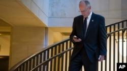 El representante por Texas, Mike Conaway, pareció reconsiderar el principal hallazgo en el reporte que los republicanos de la Comisión pensaban presentar, sobre la ayuda que pudo haber recibido Trump de los hackers rusos.