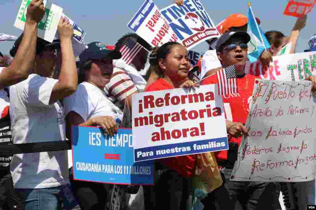 Se estima que 14.000 personas se dieron cita en la explanada del Capitolio para pedir una reforma migratoria.