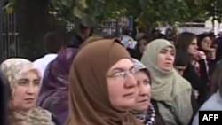 Kosovë: Protestë kundër ndalimit të mbajtjes së shamisë në shkolla