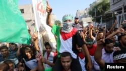 17일 가자지구 라파에서 팔레스타인 무장세력을 지지하는 시위가 열렸다.