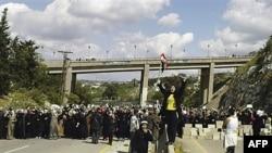 Протест жінок і дітей на автострадії біля сирійського міста Баніас