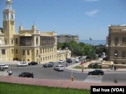 阿塞拜疆首都巴库看不到苏共领袖和苏军塑像。(美国之音白桦拍摄)