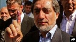 2009年8月20日阿富汗总统候选人阿卜杜拉投票后显示按过指印的手指