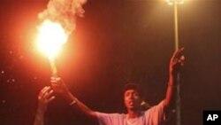 ویدیو - شادمانی مردم و مخالفین حکومت لیبیا در میدان سبز