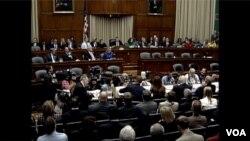美國國會就埃博拉舉行緊張聽證會。(2014年10月16日)