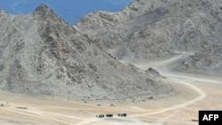 印度邊防戰士在山谷巡邏。 (2020年6月24日)