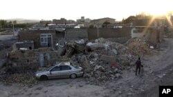 Nhà cửa đổ nát sau trận động đất ở thành phố Varzaqan, tây bắc Iran, 11/8/2012