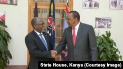 Rais wa Tanzania, John Magufuli, na mwezake wa Kenya, Uhuru Kenyatta.