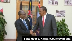 Rais Uhuru Kenyatta akimkaribisha mwenzake John Magufuli ikulu Nairobi