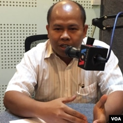 Mr. Sok Soth, acting dean and professor at the Royal University of Phnom Penh says that his research shows that English is having an increasingly profound impact on Cambodian identity. (Phorn Bopha/VOA Khmer)