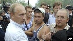 روسی وزیراعظم آگ سے متاثرہ لوگوں سے اظہار ہمدردی کررہے ہیں