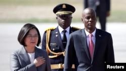 台灣總統蔡英文13日開始訪問海地,在機場受到海地總統莫伊茲(Jovenel Moise)的歡迎。