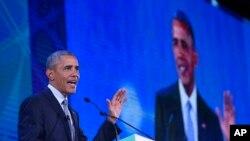 18일 필리핀 마닐라에서 열린 아시아태평양경제협력체 (APEC) 정상회의에서 바락 오바마 미국 대통령이 연설하고 있다.