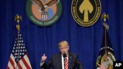 Tống thống Hoa Kỳ Donald Trump phát biểu tại trụ sở Bộ Tư lệnh Miền Trung Hoa Kỳ, ngày 06 tháng 02 năm 2017.
