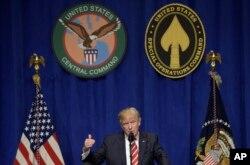 Prezident Donald Tramp Markaziy qo'mondonlikda so'zlamoqda, Florida shtati