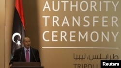 Mustafa Abdel Jalil, ketua Dewan Transisi Libya (NTC) memberikan sambutan dalam acara serah terima jabatan ke Kongres Nasional Umum di Tripoli (8/8).