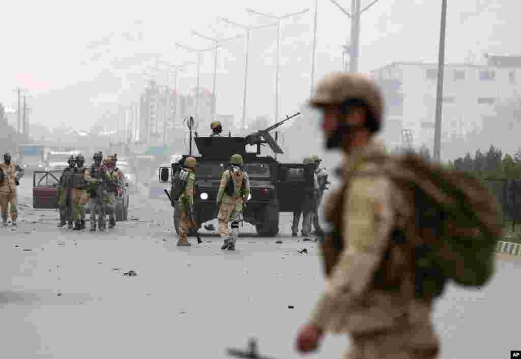 حالیہ مہینوں میں ملک کے مختلف علاقوں بشمول دارالحکومت کابل میں طالبان جنگجوؤں کے حملوں میں اضافہ دیکھا گیا ہے۔