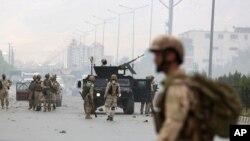 نیروهای امنیتی در محل حمله