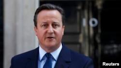 Perdana Menteri Inggris David Cameron berbicara setelah Inggris memutuskan untuk keluar dari Uni Eropa, di luar kantornya di London (24/6).(Reuters/Stefan Wermuth)