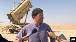 마크 에스퍼 미국 국방장관이 22일 사우디아라비아 프린스술탄 기지의 미군 패트리어츠 지대공 요격 미사일 포대를 방문했다.