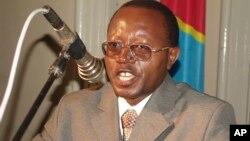 Le militant Floribert Chebeya Bahizire parle lors d'un séminaire à Kinshasa, Congo, le 2 juin 2010.