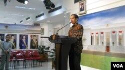 Calon presiden dari PDI Perjuangan Joko Widodo saat berbicara di kantor Presiden di Jakarta, Selasa (13/5). (VOA/Andylala Waluyo)
