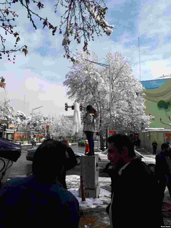 این چندمین اعتراض نمادین به حجاب اجباری در شهر تهران است.