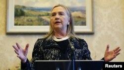 Menlu AS Hillary Clinton mengalami gegar otak dua minggu lalu setelah jatuh pingsan akibat dehidrasi yang ditimbulkan virus lambung (foto: dok).