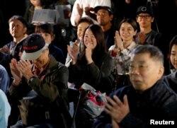 هواداران «هاروکی موراکامی» منتظر شنیدن خبر اهدای جایزه نوبل به او بودند که اعلام شد جایزه امسال را «کازوئو ایشی گورو» برده است
