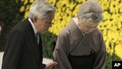 日本明仁天皇8月15日在東京出席舉行二戰結束紀念儀式。