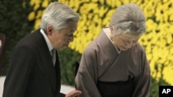 Nhật hoàng Akihito và Hoàng hậu Michiko dự một buổi quốc lễ để tưởng nhớ hơn 2 triệu quân nhân và thường dân Nhật Bản đã chết trong Thế chiến thứ Hai