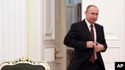 俄羅斯總統普京到場準備與參加了3月18日總統選舉的在野黨候選人們見面。